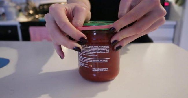Open lid jar using rubber